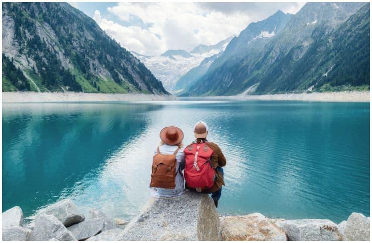 couples love mountain