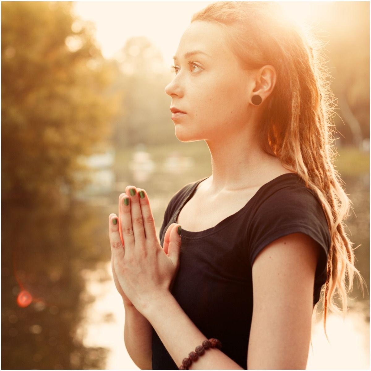 meditation woman third eye pray