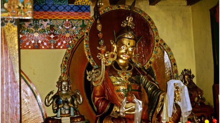 Buddhist Prayer – The Seven Line Prayer to Guru Rinpoche Padmasambhava